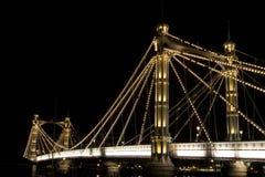 阿尔伯特桥梁伦敦晚上 库存照片