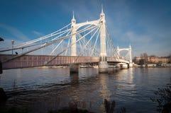阿尔伯特桥梁,伦敦,在一个晴天 免版税库存图片