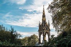 阿尔伯特纪念品在肯辛顿庭院里 库存照片