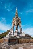 阿尔伯特纪念品在肯辛顿庭院里 图库摄影