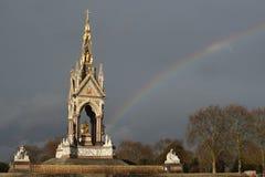 阿尔伯特纪念肯辛顿庭院伦敦彩虹 免版税图库摄影