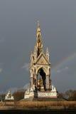 阿尔伯特纪念肯辛顿庭院伦敦彩虹 免版税库存照片