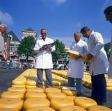 阿尔克马尔乳酪市场  图库摄影