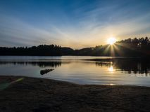阿尔冈金省立公园喵喵叫湖晚上日落 库存图片