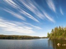 阿尔冈金省立公园的湖在一个晴天 库存照片