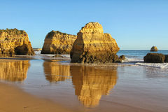 阿尔加威海岸和海滩 库存照片