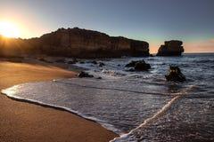 阿尔加威海滩日出 免版税库存图片