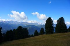阿尔卑斯和白云岩山 免版税库存图片