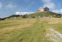 阿尔卑斯哈里斯堡小屋moutnain rax 免版税库存照片