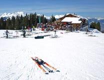 阿尔卑斯奥地利瑞士山中的牧人小屋滑雪 库存照片