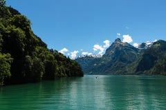 阿尔卑斯早湖早晨阳光 免版税图库摄影