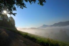 阿尔卑斯有雾的日出 免版税库存照片