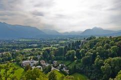 阿尔卑斯森林横向山景 图库摄影