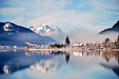 阿尔卑斯湖风景山的反映 免版税库存照片