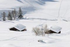 阿尔卑斯瑞士山中的牧人小屋冬天 库存照片