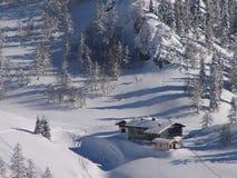 阿尔卑斯瑞士山中的牧人小屋冬天 免版税库存图片