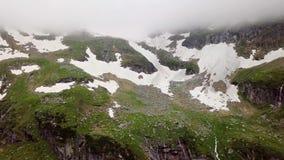 阿尔卑斯的积雪覆盖的高地的鸟瞰图 股票视频