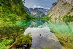阿尔卑斯的镜象反射在Obersee湖,德国,欧洲 免版税库存照片