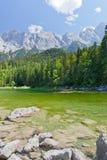 阿尔卑斯美丽的湖山 免版税库存图片