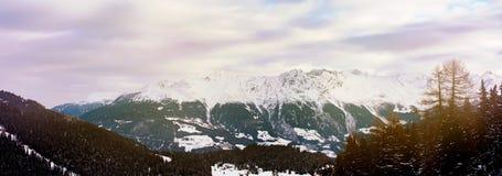 阿尔卑斯风景冬天山风景背景 库存照片