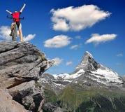 阿尔卑斯骑自行车的人 库存图片