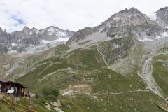 阿尔卑斯,法国意大利边界, 2017年7月29日-壮观的看法 库存照片