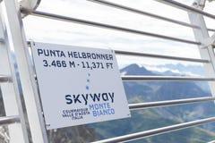 阿尔卑斯,法国意大利边界, 2017年7月29日-签字在登上Bla 库存图片