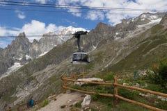 阿尔卑斯,法国意大利边界, 2017年7月29日- Skyway缆车r 免版税库存照片