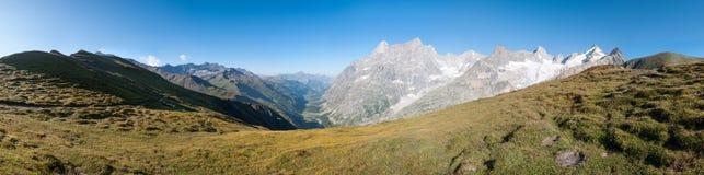 阿尔卑斯,法国(全部Col白鼬) -全景 图库摄影