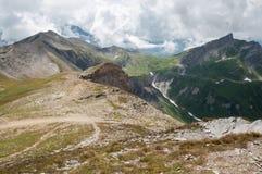 阿尔卑斯,法国(在Col du Bonhomme)之外-全景 库存图片