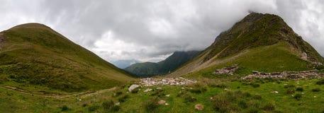 阿尔卑斯,法国(Col de Tricot) -全景 免版税库存照片
