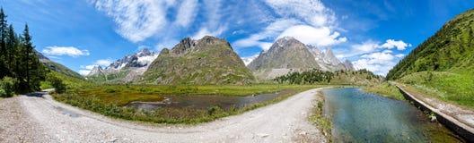 阿尔卑斯,法国(Courmayeur) -全景 免版税库存图片