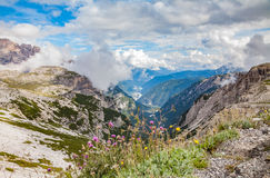 阿尔卑斯cime登山人白云岩著名意大利多数山一个天堂安置tre alatau美好的ile卡扎克斯坦山国家公园视图 库存图片