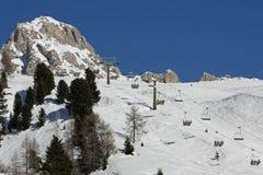 阿尔卑斯dolomiti意大利滑雪吊车 免版税图库摄影
