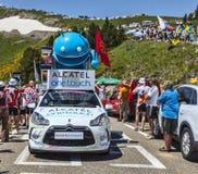 阿尔卡特在比利牛斯山的一辆接触汽车 免版税库存图片