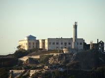 阿尔卡特拉斯岛监狱在一好天儿 免版税库存图片