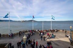 阿尔卡特拉斯岛看法从码头39在Fishermans码头-旧金山,加利福尼亚,美国的 免版税库存照片
