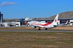 阿尔及利亚航空公司飞行离开跑道在阿利坎特机场 免版税库存照片