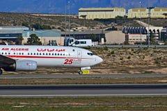 阿尔及利亚航空驾驶舱在阿利坎特机场 免版税库存图片