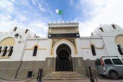 阿尔及尔,阿尔及利亚- 2016年9月30日:教育部在阿尔及利亚 位于Casbah的远程教育中心大厦 B 免版税库存照片