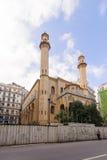 阿尔及尔,阿尔及利亚- 2016年9月24日:阿尔及尔Ibn Badis清真寺  本Badis建立了阿尔及利亚的回教乌里玛的协会, wa 库存图片