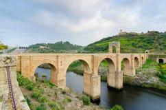 阿尔坎塔拉古老罗马桥梁  西班牙 免版税库存照片