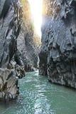 阿尔坎塔拉峡谷 西西里岛,意大利的海岛 3个hdr图象山全景河垂直 免版税库存照片