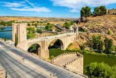 阿尔坎塔拉桥梁在托莱多,西班牙 图库摄影