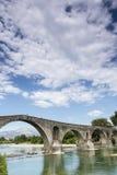 阿尔塔桥梁是横渡阿拉奇的一座老石桥梁 库存图片