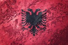阿尔巴尼亚标志grunge 与难看的东西纹理的阿尔巴尼亚旗子 库存图片