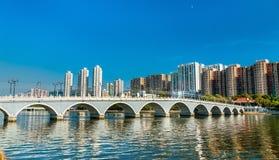 阿尔巴尼亚的货币单位Yuen桥梁,一个步行人行桥在沙公锡,香港 免版税图库摄影