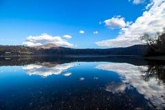 阿尔巴诺湖,在罗马,意大利附近的一个火山的火山口湖 免版税库存照片