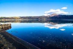 阿尔巴诺湖,在罗马,意大利附近的一个火山的火山口湖 免版税库存图片