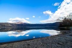 阿尔巴诺湖,在罗马,意大利附近的一个火山的火山口湖 免版税图库摄影